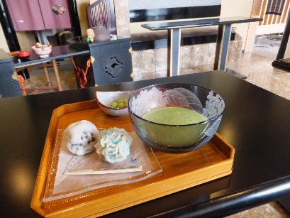 130702四日市の和菓子屋めぐり33、菊屋本店(紫陽花と薄皮まんじゅう).JPG
