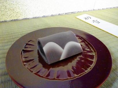 151201北野天満宮献茶祭35、鶴屋吉信「初雪」 (コピー).JPG