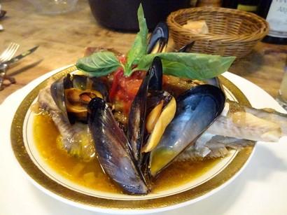 160729イノーヴェ④、魚介の煮物 (コピー).JPG