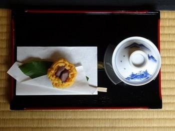 161002揚輝荘北園⑩、すすり茶とお菓子 (コピー).JPG