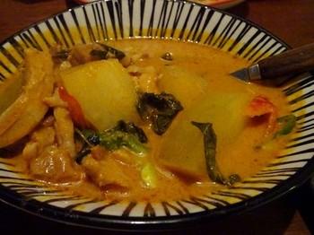 161009タイごはんポーヤイ⑩、レッドカレー(冬瓜と鶏肉) (コピー).JPG
