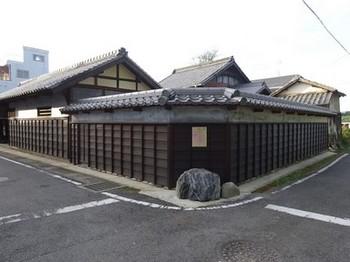161030寺部、長屋門特別公開と史跡めぐり23、遊佐家長屋門 (コピー).JPG