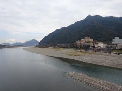 141223ぎふ歩き03、長良川と金華山 (コピー).JPG