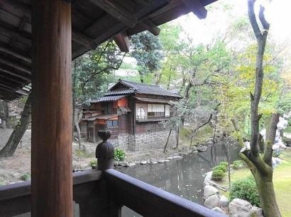 151101揚輝荘北園④、茶室「三賞亭」(白雲橋から) (コピー).JPG