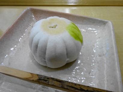 151113両口屋是清栄店⑦、晩菊(薯蕷饅頭) (コピー).JPG